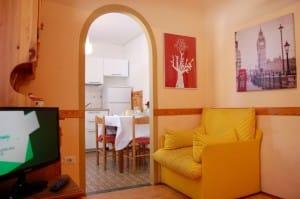 1 soggiorno e angolo cucina
