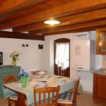casegranparadiso-appartamento-8b-tavolo-soggiorno
