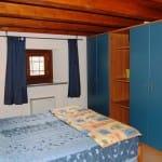 casegranparadiso-appartamento-7t-letto-armadio-finestra