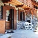 casegranparadiso-appartamento-102b-esterno con tavolino
