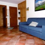 casegranparadiso-appartamento-103m-divano-ingresso