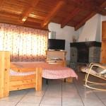 casegranparadiso-appartamento-bilocale-1b-divano-caminetto